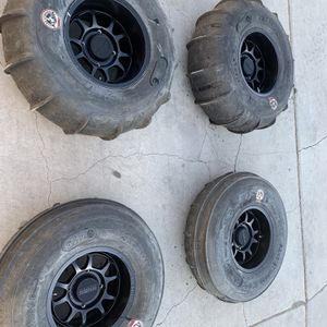 Method Rims With Gmz Paddles 32s Polaris Rzr Turbo for Sale in Phoenix, AZ