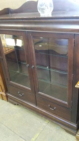 Curio cabinet for Sale in Allentown, PA