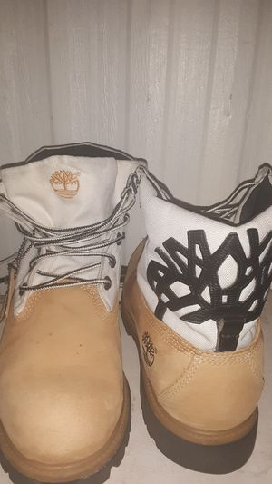 Timberland Rolltop boots wheat white for Sale in Chandler, AZ