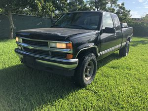 1997 Chevy Silverado Z71 - 5.7L - 4x4 Clean Title $1500 for Sale in Homestead, FL