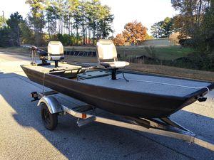 14ft FLAT BOTTOM FISHING BOAT for Sale in Snellville, GA