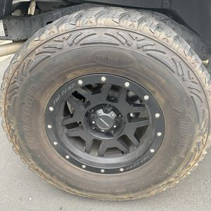 Selling 35 Inch Tires For 17 Inch Rims for Sale in Corona, CA