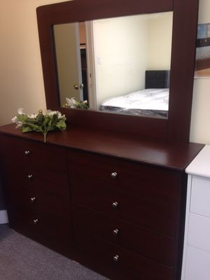 Brand new 8 drawer dresser with mirror for Sale in San Bernardino, CA