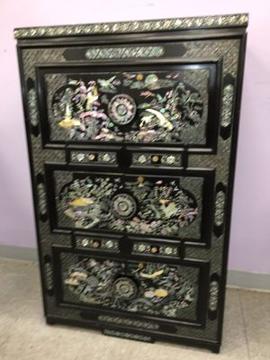 Asian cabinet mother of pearl great condition for Sale in Fort Washington, MD