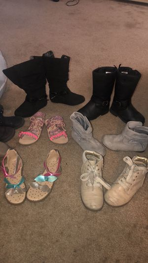 Little girls winter boots for Sale in Salinas, CA