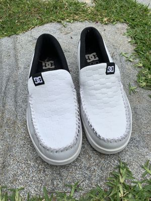 DC Shoes Loafers for Men Size 11. Like new. for Sale in Los Angeles, CA