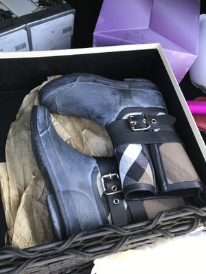 Size 6 Burberry rain boots for Sale in Dublin, OH
