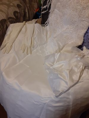 Wedding Dress, ring pillow, gloves, flower girl bag, a handmade gift box for cards or gift card for Sale in Tampa, FL