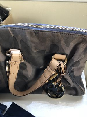 Michael Kors camo bag for Sale in Yonkers, NY