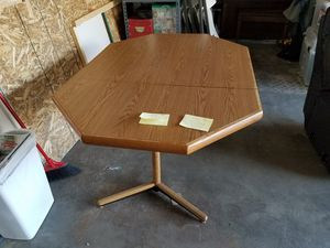 Table for Sale in East Wenatchee, WA