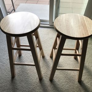 Classic 24-Inch Wood Counter Stool with Round Seat in Natural Finish- 2 Pc for Sale in Highland, CA