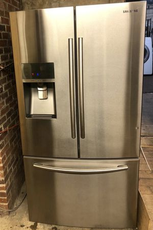 Samsung refrigerador bottom freezer in excellent working conditions 90 days warranty included for Sale in Baltimore, MD