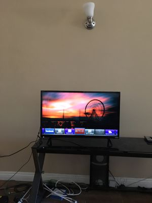 32 inch smart tv for Sale in Los Angeles, CA