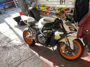2006 motorcycle honda cbr 1000rr with 23k miles $6000 clean tittle for Sale in Los Angeles, CA