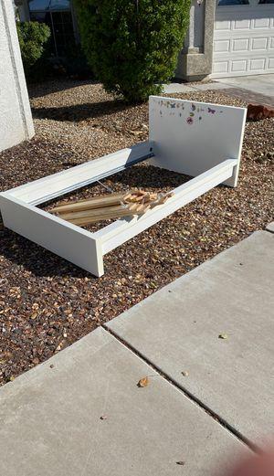 Free kids bed for Sale in Glendale, AZ