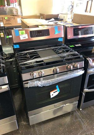 Brand New GE 30 in. 5 cu. ft. Gas Range with Self-Cleaning Convection Oven in Stainless Steel G for Sale in San Gabriel, CA