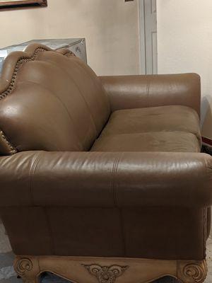 Free leather sofa, elegante mueble de cuero for Sale in Miami, FL