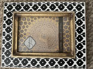 5x7 Black/White/Gold Picture Frame for Sale in Nolensville, TN