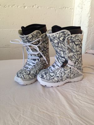 Thirty two 8.5 snowboard boots for Sale in San Francisco, CA