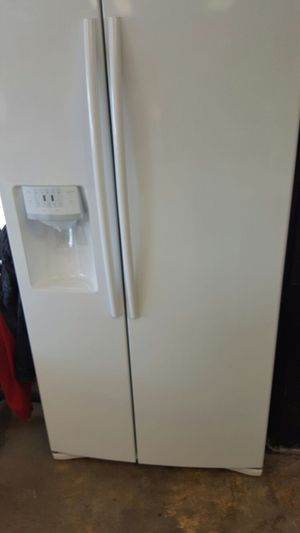 Samsung like new refrigerator for Sale in Alexandria, VA