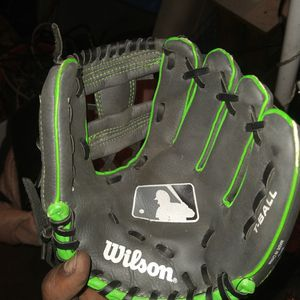 Wilson T-Ball Glove For Youth for Sale in Los Angeles, CA