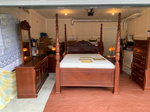 Bed room set for Sale in Renton, WA