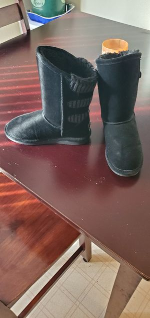 Youth girls bear paw boots, size 4, worn once n in great condition for Sale in Medford, OR