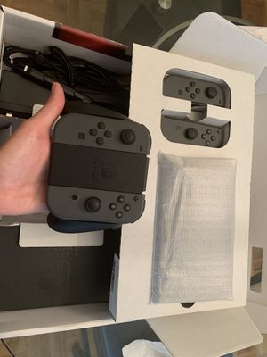 Like new Nintendo Switch with EXTRA CONTROLLERS-Price is FIRM!!!! *pick up only** for Sale in Washington, DC