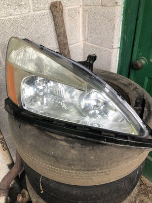 2003-2007 Honda Accord Headlight with bumper bracket for Sale in Harrisburg, PA