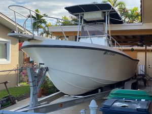 Mako 23' with 2003 Yamaha 250 HP and Continental aluminum Trailer for Sale in Hialeah, FL