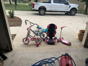 Bikes car seat a otter for Sale in San Angelo, TX