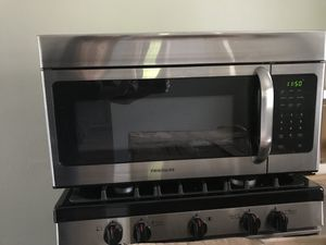 Frigidaire Stainless Steel Microwave for Sale in Irwin, PA