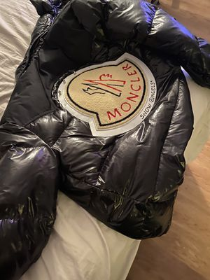 Moncler Jacket 🧥 Coat for Sale in Washington, DC