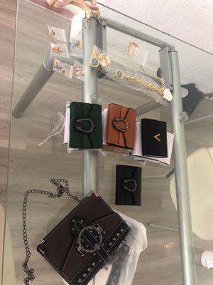 Lote de productos por cierre , for Sale in Miami Beach, FL