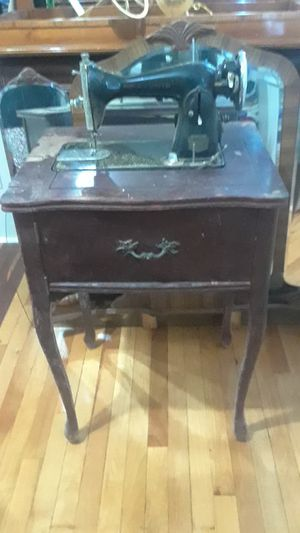 Hochschild Kohn sewing machine in table for Sale in Edgemere, MD