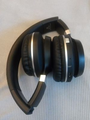 BLUETOOTH WIRELESS HEADPHONES for Sale in Escondido, CA