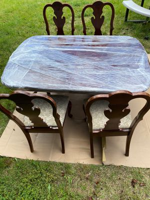 Dining room table with chairs for Sale in Alexandria, VA