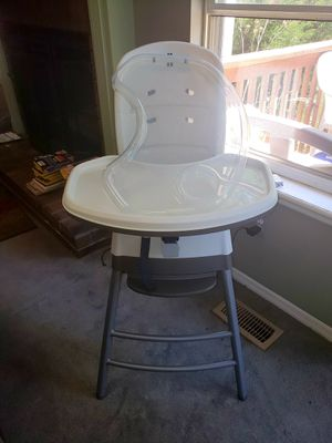Chicco Stack 3-in-1 Highchair, Booster Seat, and Toddler Chair for Sale in Twin Oaks, MO