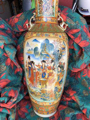 Vintage Chinese hand-painted vase for Sale in Orlando, FL