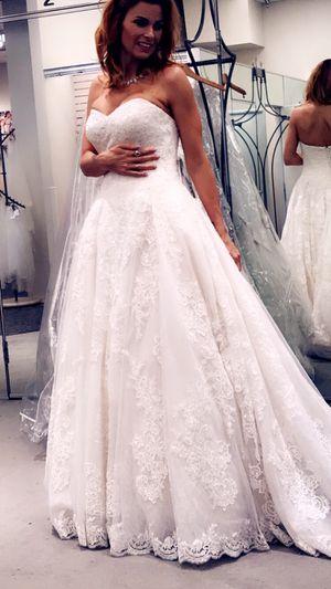 Oleg Cassini cwg749 wedding dress beaded lace for Sale in Spring, TX