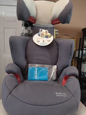 Maxi- Cosi booster seat for Sale in Los Angeles, CA