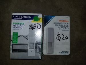 A CHAMBERLAIN UNIVERSE GARAGE DOOR WIRELESS REMOTE KEYPAD for Sale in Garden Grove, CA