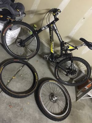 Downhill mountain bike for Sale in Aurora, CO
