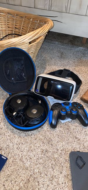 Virtual Reality headset, controller, and headphones for Sale in Houston, TX