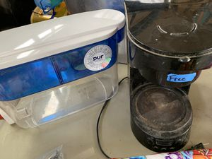 Free water picture, coffee maker and blender pitcher for Sale in Spanaway, WA