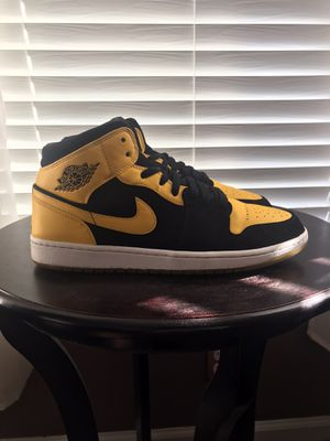 "2017 Air Jordan 1 Retro Mid ""New Love"" Size 10.5 for Sale in Durham, NC"