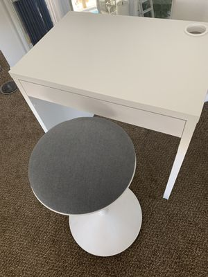 Desk and stool for Sale in Las Vegas, NV
