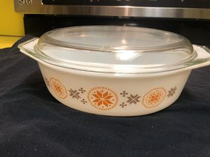 Vintage MCM Pyrex 2 1/2 quart casserole dish with cover for Sale in Bellevue, WA