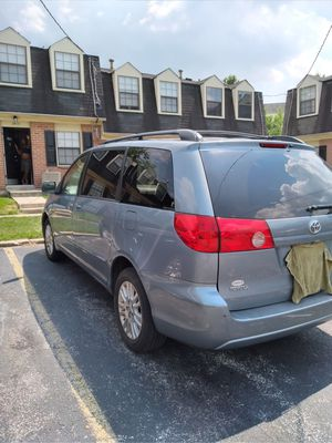 TOYOTA SIENNA XLE 2010. WITH 127 ODOMETER for Sale in Baltimore, MD