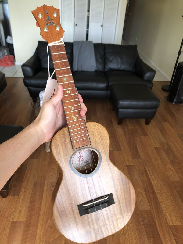 KoAloha KCR-10AC Acacia Pikake Concert model ukulele
